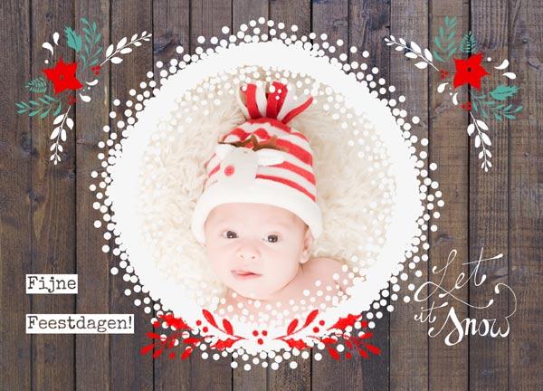Kerstkaart met foto in een omlijsting van sneeuwvlokjes