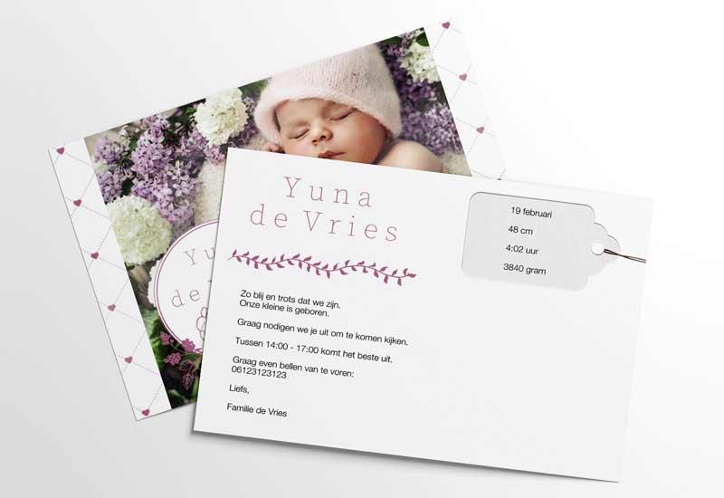Geboortekaartje meisje met foto en hartjesachtergrond