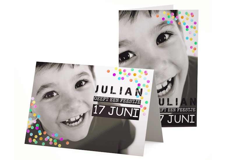 Uitnodiging met vullende zwart-wit foto en confetti