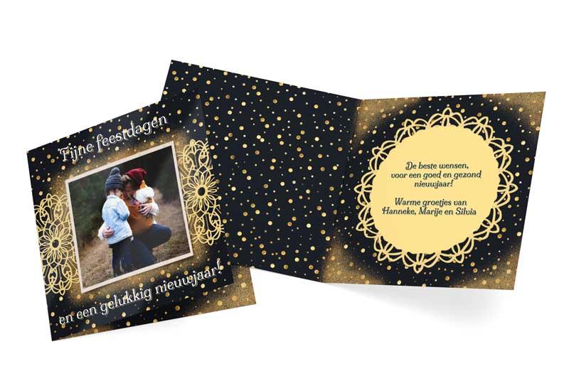 Kerstkaart met foto en gouden patronen