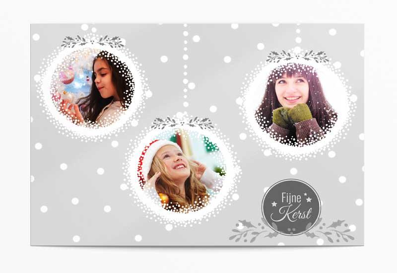 Kerstwenskaart met foto\'s in sneeuwhangers