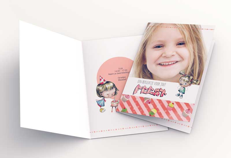 Girly uitnodiging met schattige poppetjes