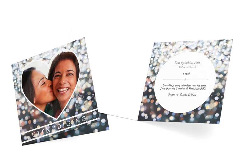 Uitnodiging met foto in hart en bokeh-achtergrond