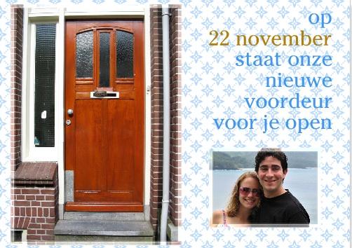Een uitnodiging voor een housewarming met twee foto's. Handig dat je meteen weet waar je de 22e moet aanbellen.